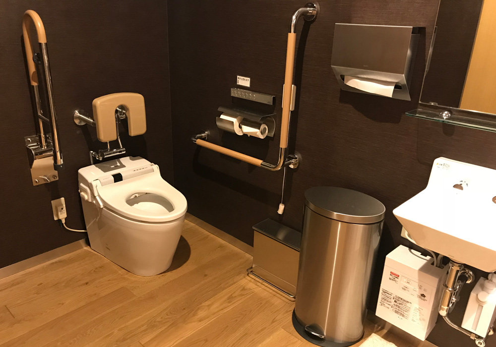It is available as Okayama branch introspectiveness -1 floor multi-purpose restroom (for person with a physical disability) wheelchair. You can advance smoothly.