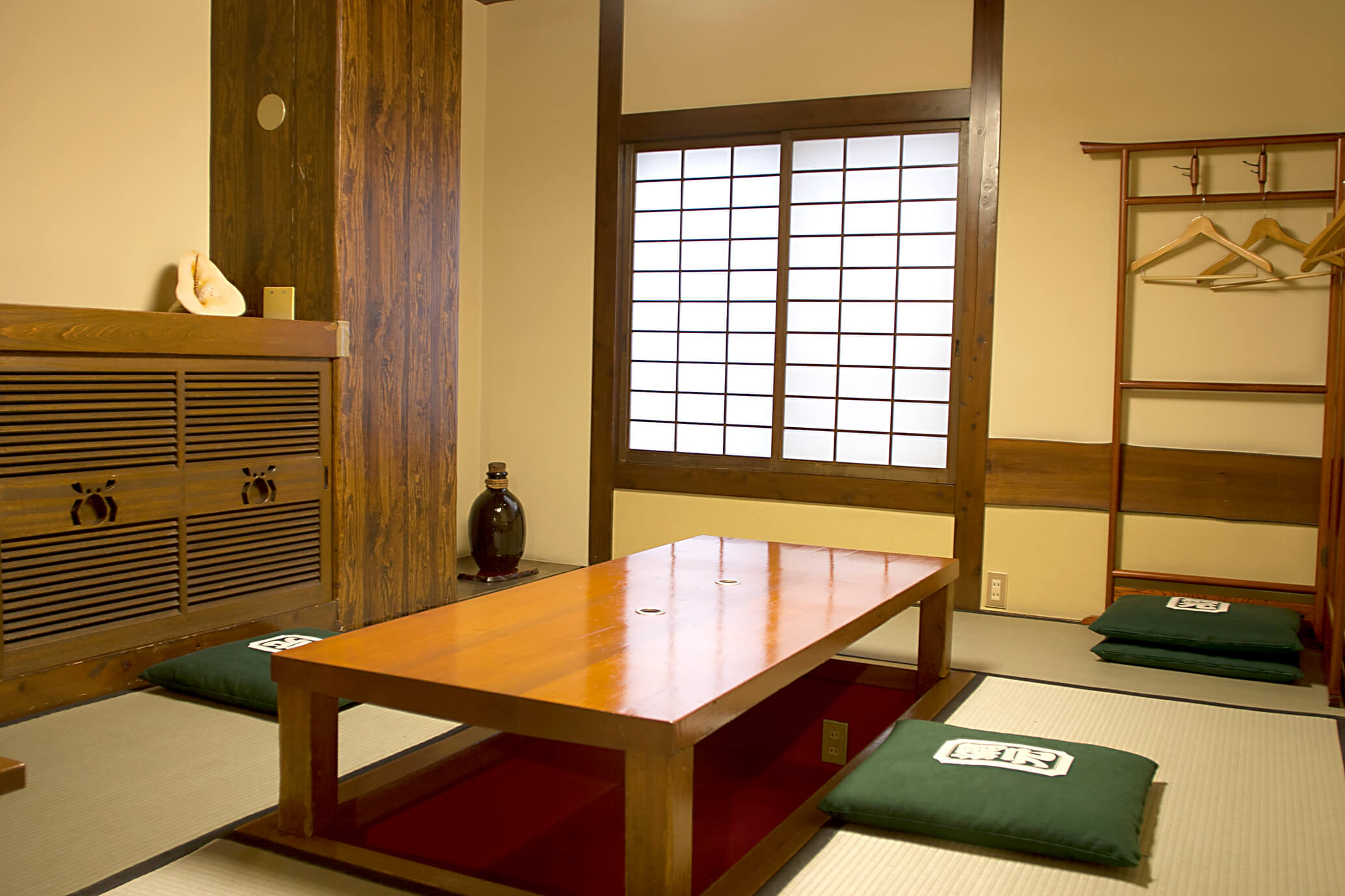 Room (dig seat) of back room Amimoto Bekkan (Annex) introspectiveness - big things and small things of Kani Doraku