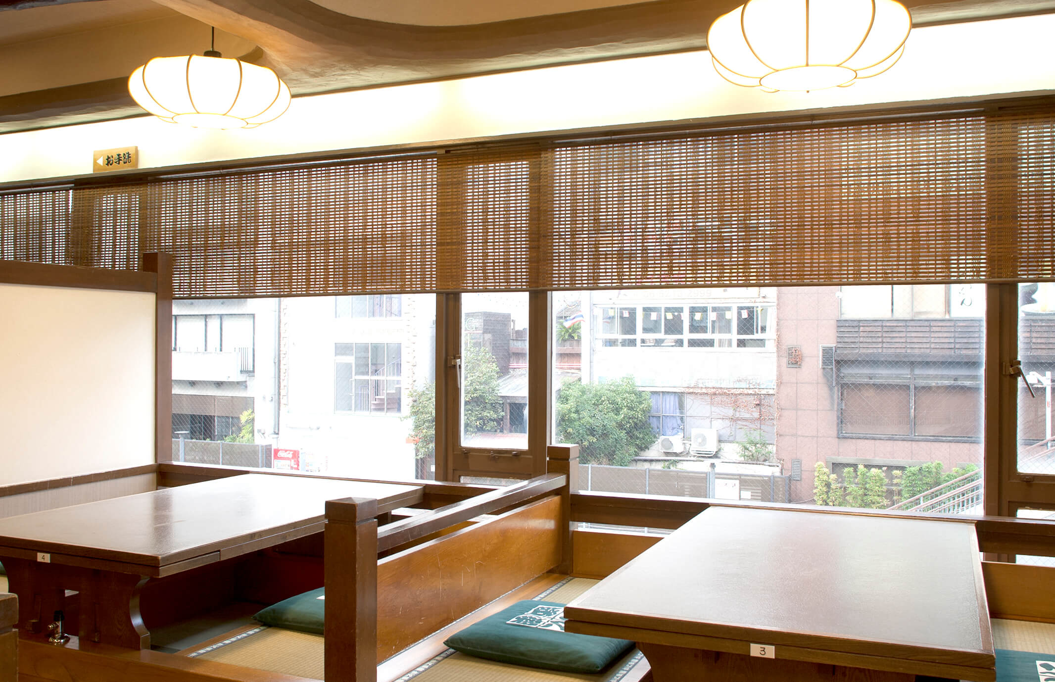 Room (dig seat) gives up smoking in Dotombori higashimise(East) branch introspectiveness -