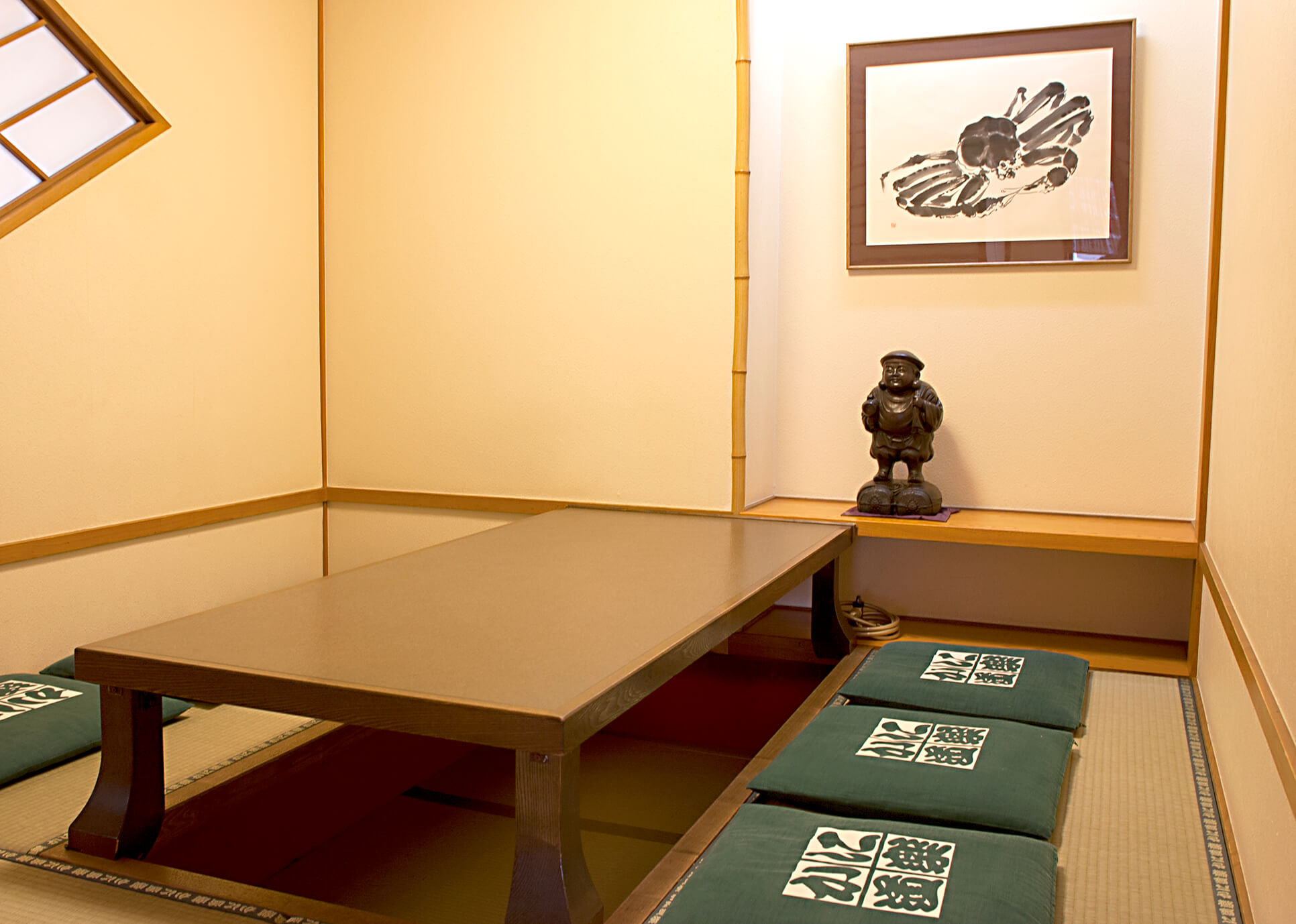 Room (dig seat) of Dotombori higashimise(East) branch introspectiveness - big things and small things