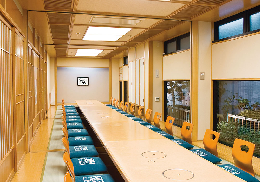 Large hall (dig seat) which can accommodate Hirakata branch introspectiveness -38 people