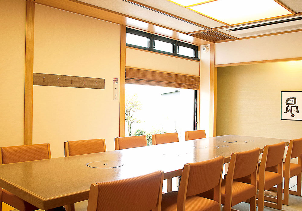 Chair seat (room) which was made relaxedly which can eat as Hirakata branch introspectiveness - wheelchair