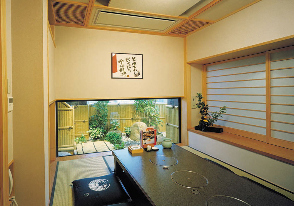 Dotombori Honten (The Original/Main restaurant) introspectiveness - small room (dig seat)