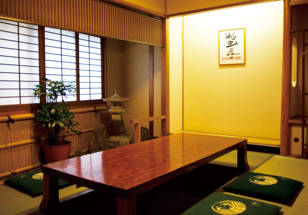Juso branch introspectiveness - small room (dig seat)