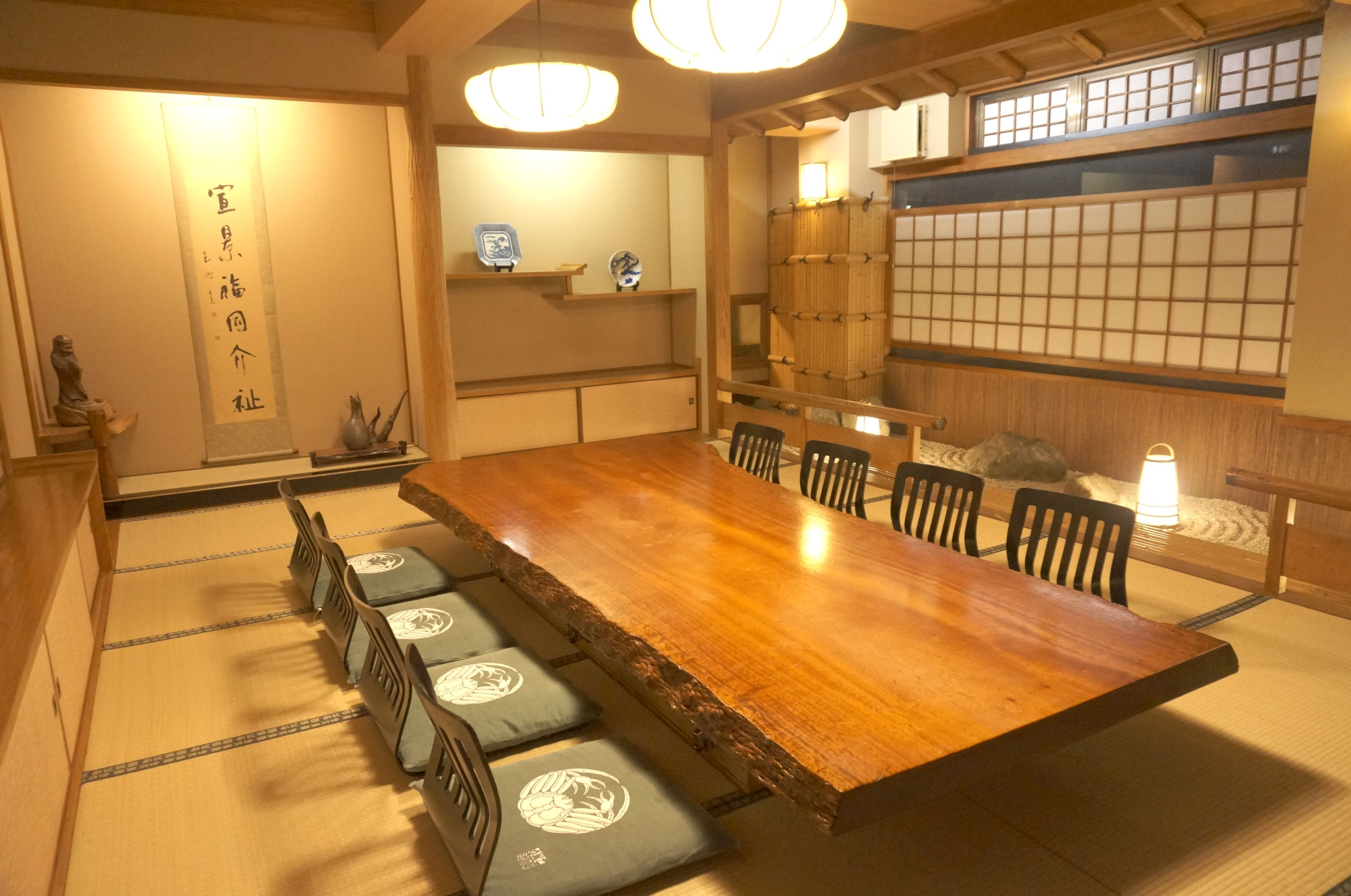 Room private room which enhances Matsuyama branch introspectiveness - 5F celebration post