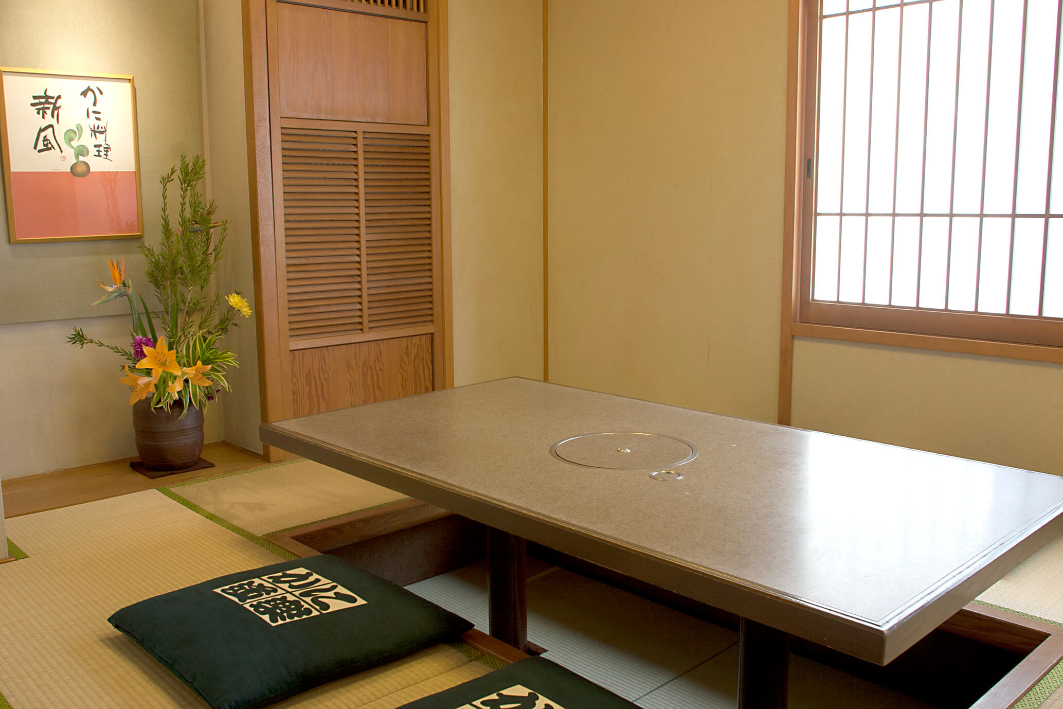 Room (dig seat) of Dotombori nakamise(Mid) branch introspectiveness - big things and small things