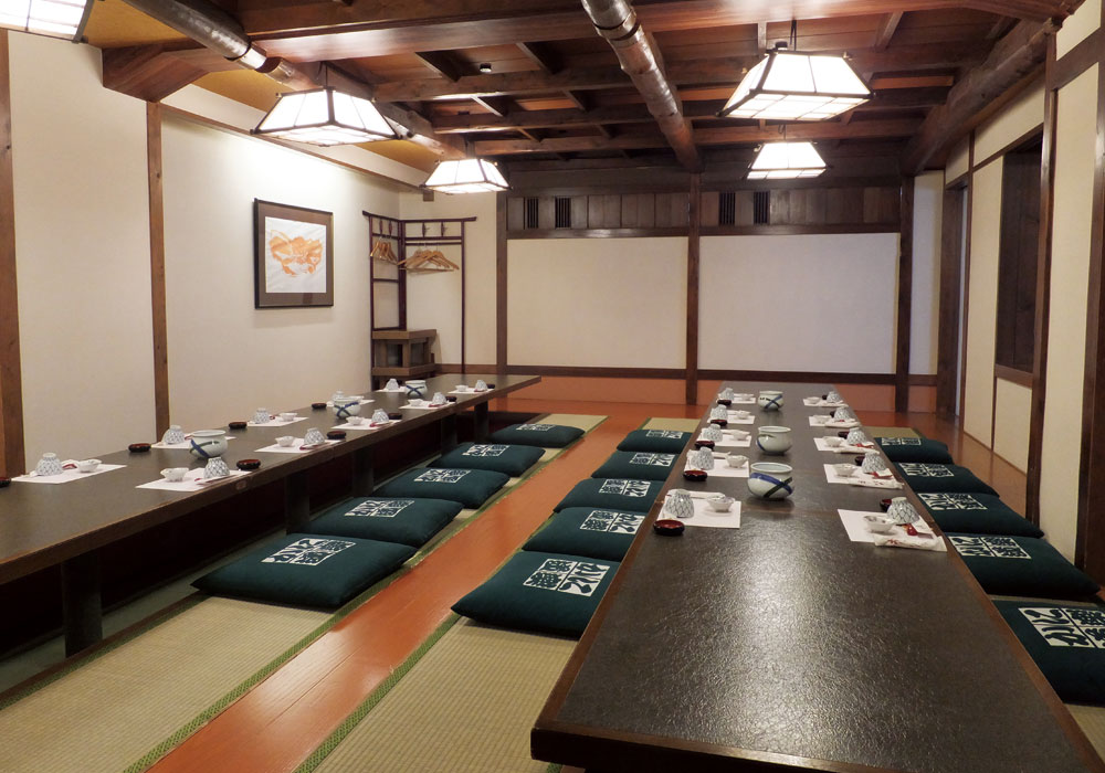 Dotombori nakamise(Mid) branch introspectiveness - large hall (to 30 people the accommodation dig seat)