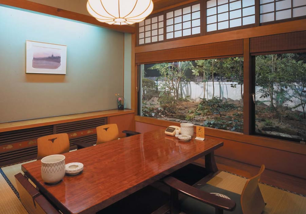Please spend time with calm atmosphere in room with a view of Okayama branch introspectiveness -3 floor room moat seat garden.