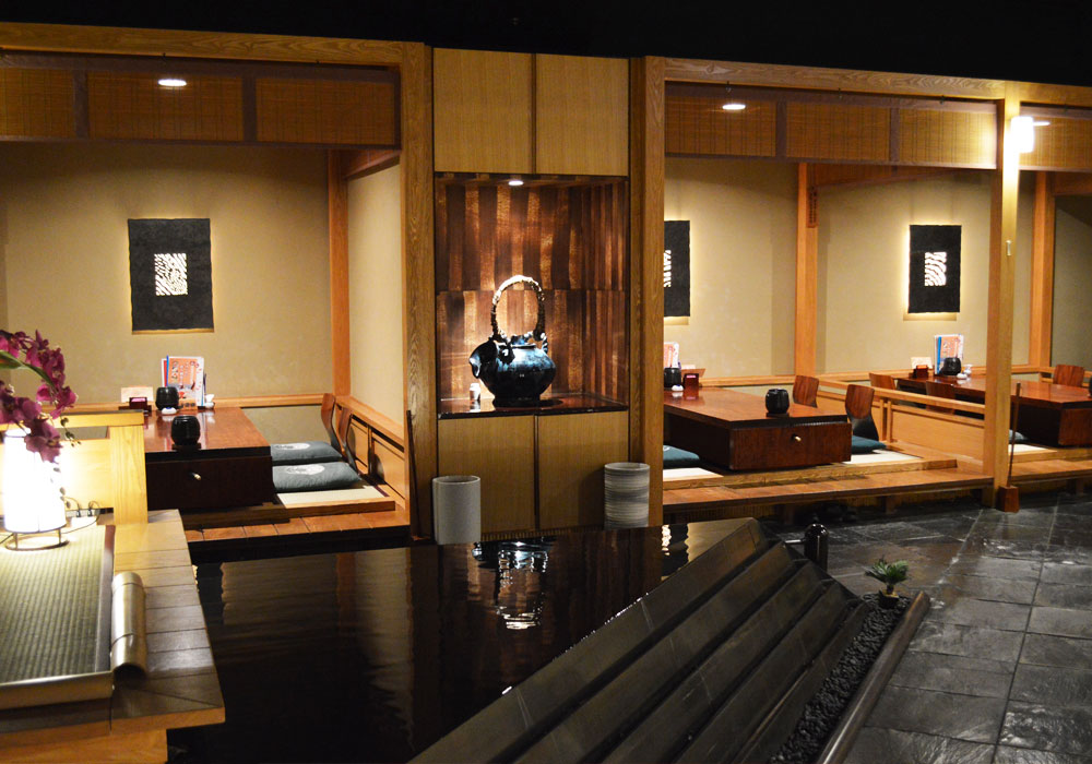 Chiba Ekimae branch introspectiveness - spaciousness and space 櫓 seat which we did