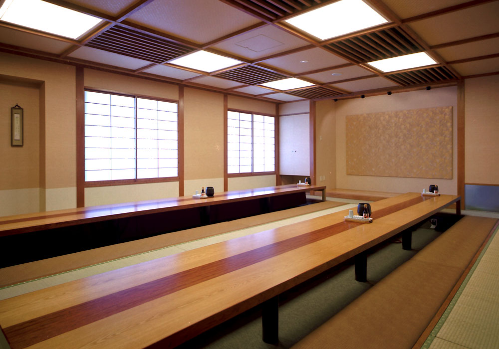 Large hall which is possible to Yokohama branch introspectiveness -40 people