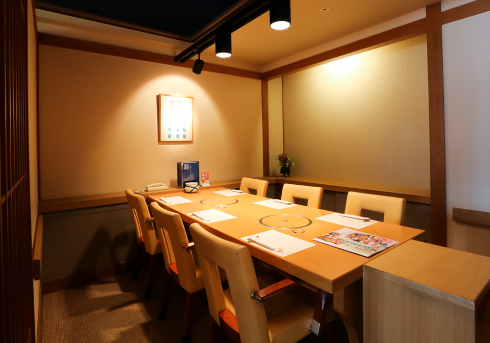 Room (chair seat) of Kobe Harborland branch introspectiveness - big things and small things