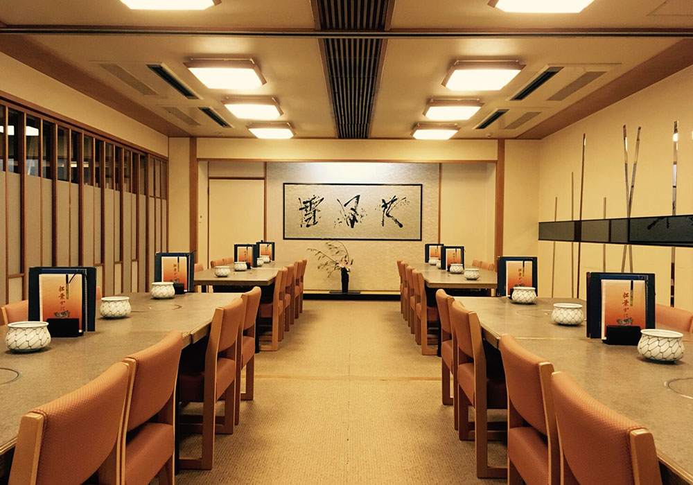 Large hall (chair seat) which can accommodate Esaka branch introspectiveness -40 people