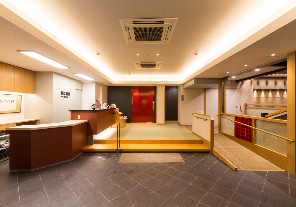 Okayama branch introspectiveness - entrance, the front desk
