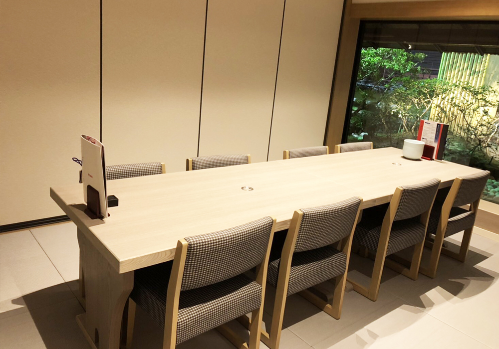 Okayama branch introspectiveness -5 floor chair seat room private rooms increased. You can do Rice & Soup as wheelchair.